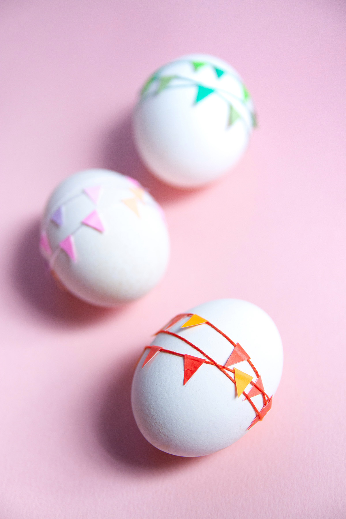 Mini Garland Easter Eggs - a simple Easter egg decoration idea - www.yeswemadethis.com