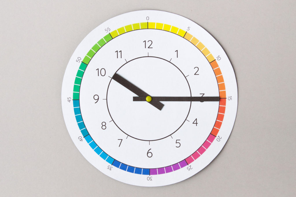 Paper clock to learn about time